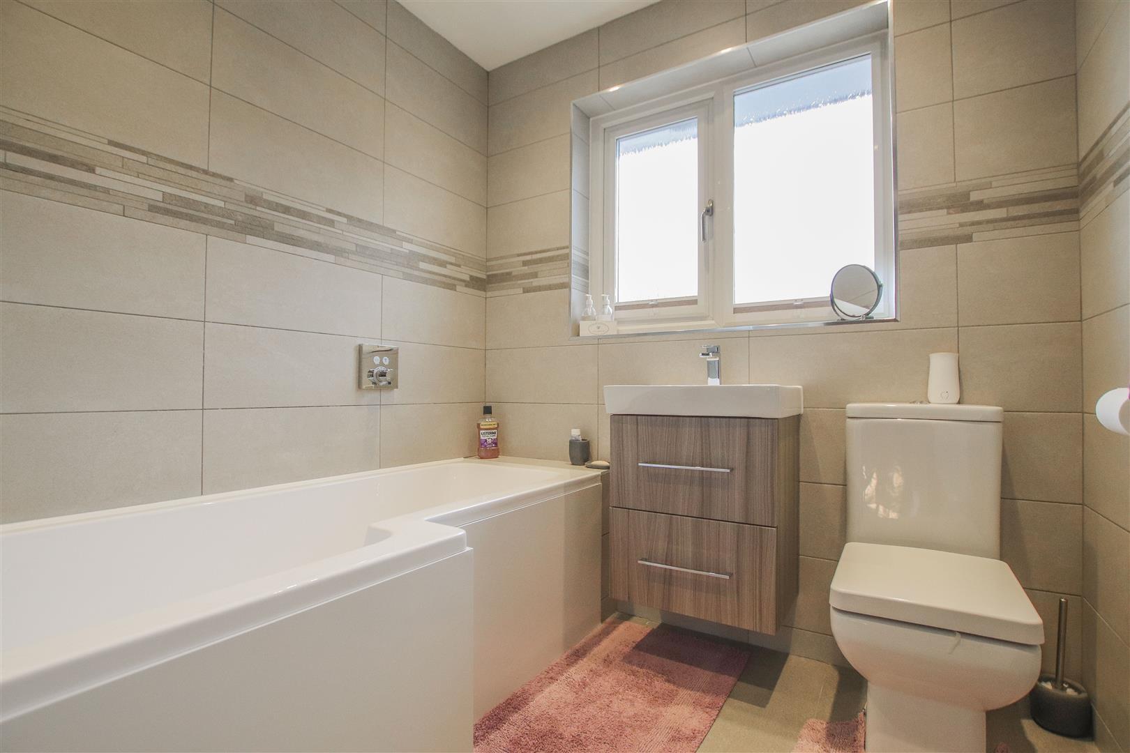 4 Bedroom Detached House For Sale - 23.JPG